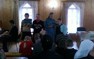 """Дети дрибинской церкви """"Свет Евангелия"""" прославляют Господа пением"""